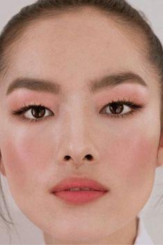 3 astuces makeup pour avoir bonne mine Lipstick Jungle, Make Up Inspiration, Makeup, Mac Makeup, Day Makeup, Tarte Cosmetic, How To Make Up, Make Up, Makeup Application