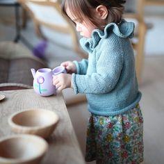 «Kaffen er servert!  #paelas #kragegenser #caramelbabyandchild»