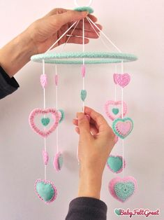 Wire Crafts, Felt Crafts, Diy And Crafts, Paper Crafts, Baby Mobile Felt, Felt Baby, Turquoise Nursery, Crochet Mobile, String Art