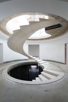 See The Engineering Behind This Floating, Award-Winning Stone Helical Stair,© Agnese Sanvito Modern Architecture Design, Stairs Architecture, Beautiful Architecture, Interior Architecture, Stair Plan, Building Stairs, Beautiful Stairs, Stone Stairs, Modern Stairs