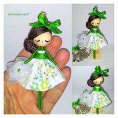 Collar muñeca hecho y pintado manualmente.