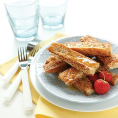 French Toast Sticks: Clean Eating decided to give French Toast a fresh twist by cutting the bread into smaller sticks to make portion control fun and easy! French Toast Sticks, Make French Toast, Healthy French Toast, Clean Eating Breakfast, Eating Clean, Clean Eating Recipes, Breakfast Recipes, Breakfast Bites, Breakfast Nook