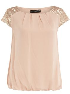 Blush sequin shoulder tee - love the style, not sure about the color. Look Fashion, Fashion Outfits, Womens Fashion, Pretty Outfits, Cute Outfits, Modelos Fashion, Mein Style, Mode Inspiration, Dress Me Up