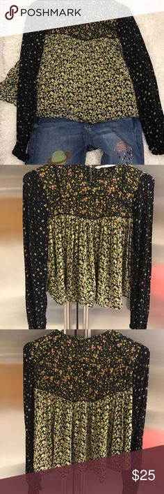 Zara Cute Flowery Top Great material and design, very comfy and easy casual style, in good condition barely weared Zara Tops Blouses