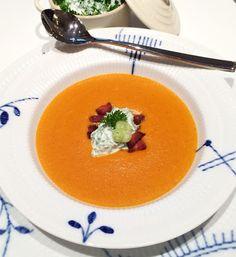 FOOD BY SKADBORG SVARE: Gulerodssuppe med tørsaltet bacon, creme fraiche o...