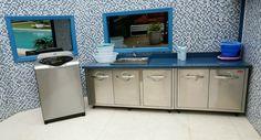 O azul é a cor predominante na área de lavagem de roupa.
