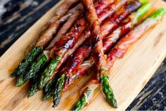 Easy Appetizer: Prosciutto Wrapped Asparagus | works well as finger foods to serve as appetizers at a dinner party or backyard barbecue