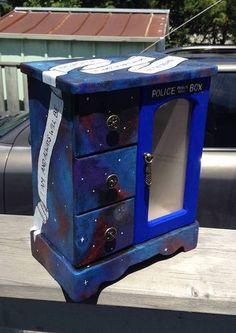 Dr. Who/Tardis Jewelry Box! - JEWELRY AND TRINKETS