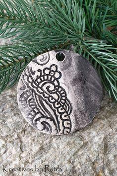 Weihnachtsanhänger aus Keramik...von KreativesbyPetra #keramik #ceramic #keramikanhänger #ceramicpendant #weihnachtsanhänger #christmastrailer #form #ton #töpferei #töpfern #plattentechnik #glasur #glaze #glasurbrand #glazebrand #botz #Unikat #handmade #Handwerk #Kunsthandwerk #handgemacht #geschenk #present #weihnachten #Christmas #winter #Weihnachtsbaum #christmastree #weihnachtsschmuck #christmasdecorastions #decorations #Dekoration #Anhänger #schmuck #DIY