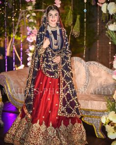 How To Look Your Best On Your Wedding Day. Photo by petramafalda On your big day, all eyes will be on you so you definitely want to look your best. If you can do your own makeup flawlessly then this Bridal Mehndi Dresses, Pakistani Wedding Outfits, Bridal Dress Design, Pakistani Bridal Dresses, Pakistani Wedding Dresses, Pakistani Dress Design, Bridal Outfits, Pakistani Lehenga, Lengha Choli