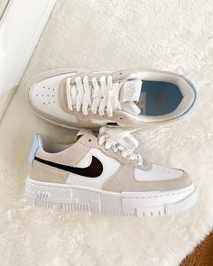 Sneakers Mode, Casual Sneakers, Sneakers Fashion, All Nike Shoes, Hype Shoes, Jordan Shoes Girls, Girls Shoes, Nike Beige, Nike Air Force
