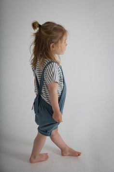 Gray Label striped T-shirt is made from extra-soft organic cotton jersey. Designed for everyday wear, it has a round neckline, short kimono sleeves and neat top stitched edges. Stylish Summer Outfits, Modern Outfits, Emily Gray, Misha And Puff, Gray Label, Short Kimono, Short Legs, Baby Girl Fashion, Striped Shorts