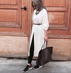 white tunic dress hijab look, Modern Hijab Street styles www. white tunic dress hijab look, Modern Hijab Street styles www.justtrendygir… Source by haticeka Street Hijab Fashion, Arab Fashion, Islamic Fashion, Muslim Fashion, Modest Fashion, Fashion Outfits, Hijab Outfit, Hijab Casual, Hijab Mode