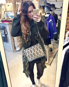 | SUNDAY 📸 |  Cosy outfit for this lovely SUNDAY ✔ Shop is open from 12:00 / 17:00 #sundayshopping  ~XOXO~ Syl  Love to see you at ☽☾Las Lunas  #cosy #outfit #green #sweater #wanderlust #sneakers #zerocentcinq #purse #laslunas #styling #stylist #fashionblogger #blogger #sunday #shoppingday #laslunas #boutique #krommestraat20 #033 #amersfoort #leukstestraatjevanamersfoort