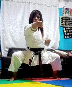 Female Martial Artists, Martial Arts Women, Karate Girl, Art Women, Barefoot, Madness, Guys, Sports, Martial Arts
