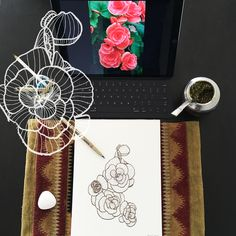 Day 6 #30ideas30days #illustration #flowers #blackandwhite #drawing #patternly.design#30ideias30dias #ilustração #flores #pretoebranco #desenhoobservacao #decolalab2016 #oficinaamandamol 