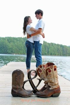 Country engagement pictures country wedding in 2019 fotograf Country Couple Pictures, Cute Country Couples, Country Engagement Pictures, Photo Couple, Cute Couple Pictures, Engagement Couple, Engagement Shoots, Wedding Engagement, Adorable Couples