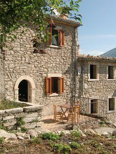 Abruzzo Italy Old Houses History Hospitality