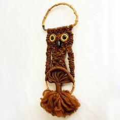 Vintage macrame owl  yarn art  wall hanging  brown  от moxiethrift, $12.50