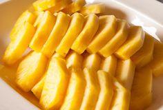 Prosta dieta oczyszczająca. Trwa 7 dni i wykorzystuje się w niej domowy sok. Tylko dwie szklanki dziennie tej mikstury pozwolą nam zrzucić zbędne kilogramy i oczyścić jelito grube z zalegających w nim złogów. Mango, Fruit, Healthy, Food, Pineapple, Manga, Essen, Meals, Health