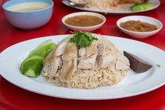 this khao man gai recipe (วิธีทำข้าวมันไก่), the Thai version of chicken rice, you'll learn how to make the proper Thai street food style. Boiled Chicken, Chicken Rice, Chicken Treats, Thai Chicken, Chicken Recipes, Thai Street Food, Khao Man Gai Recipe, Thai Recipes, Asian Recipes