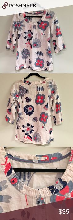 BODEN White, Pink, Blue, Grey Floral Top I can't be the only one absolutely in love with this top!! The colors, the style, the pattern, are all so cute and so fun! It comes in a size US 4, although I would say this fits like a Medium. Boden makes amazing quality clothing, and this top is in excellent condition! It has a zipper on the side which I pictured to ease getting the top on and off. Feel free to leave any questions or make an offer! 😊 Boden Tops Blouses