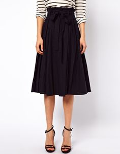 Buy ASOS Linen Midi Skirt with Belt at ASOS. Get the latest trends with ASOS now. Roger Vivier, Miroslava Duma, Chic Outfits, Fashion Outfits, Asos, Dedicated Follower Of Fashion, Cool Style, My Style, Linen Skirt