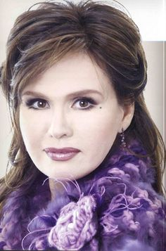 Marie - Pretty Purple - (Pale & Dark) Donny Osmond, Marie Osmond, Young And Beautiful, Beautiful Women, Richard Thompson, Osmond Family, The Osmonds, People Of Interest, Gorgeous Makeup