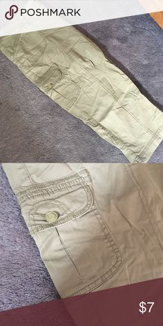 Army Green Lightweight Capris Lightweight, comfortable fabric in great condition. Reasonable offers accepted Faded Glory Pants Capris