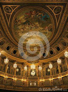 Teto real da ópera no palácio de Versalhes Imagem Editorial