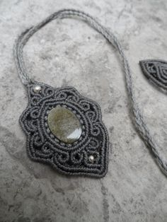 Gold sheen Obsidian Macrame pendant with 925 silver por LaQuetzal
