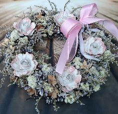 Za+ledovou+horou+Věneček+z+proutí,+dozdobený+sušinou+a+přízdobami,+průměr29+cm Floral Wreath, Wreaths, Home Decor, Nostalgia, Decoration Home, Room Decor, Bouquet, Flower Band, Interior Decorating