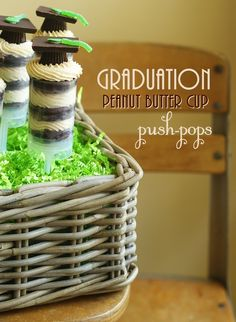 Idea for graduation cupcake decorations. Use Reeses peanut butter cups, Ghiradelli chocolate squares, mini M+Ms, and string licorice as a graduation hat. Hold all together with frosting as glue. Graduation Cake Pops, Graduation Party Desserts, Graduation Cookies, Graduation Food, Preschool Graduation, Graduation Celebration, Cake Push Pops, Push Up Pops, Peanut Butter Cups