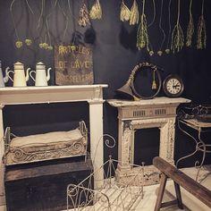 床は白に 壁は黒に 2Fはモノトーンベースにブロカントをプラス  #cheminée #mantelpiece #blackwhite #whiteandblack #dollbed #antique #antiques #antiqueshop #instahome #instainterior #interior #interiordecor #interiordesign #monotone #dryflower #chalkpaint #brocante #brocantestyle #vintage #rustic #rusty #display #wall #walldecor #home #furniture #shabby #shabbychic #old #oldstyle by brocante_de_la_cocotte