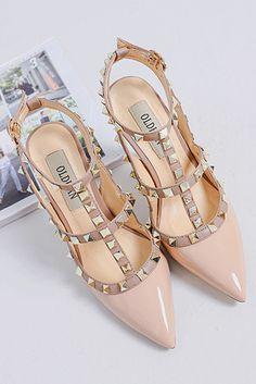 Sandale à rivets talon haut bout pointu pour soirée mariage fête Valentino, Heels, Fashion, Bicolor Cat, Daughters, Top, Heel, Moda, Fashion Styles
