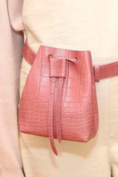 100 лучших сумок Недели моды в Нью-Йорке | Журнал Harper's Bazaar
