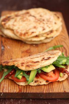 Mini Appetizers, Appetizer Recipes, Vegetarian Recipes, Cooking Recipes, Healthy Recipes, Italian Flat Bread Recipe, Good Food, Yummy Food, Salty Foods