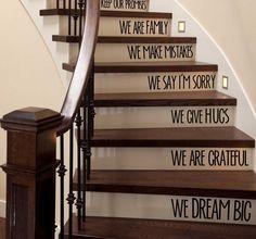 En gammel trappe kan nemt opgraderes og give et helt nyt look i entréen. Få tips til at pimpe din trappe her!