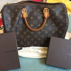 Louis Vuitton authentic speedy 35 Authentic speedy 35 very clean and gently used comes with lock and keys, have some minor wear all not really noticeable cracking of the piping, tear of the corner bottom, stretching where the lock was left at... Over all pretty good condition still many many more years left... Louis Vuitton Bags