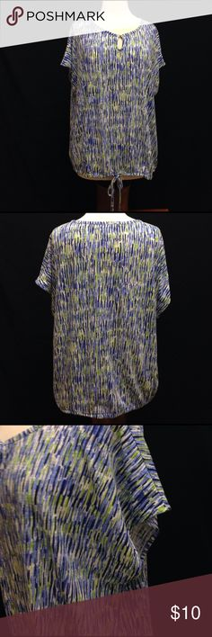 """Liz Claiborne Loose Fit Scoop Neck Top Bust 52"""" Length 24.5"""" This top is in excellent used condition. No rips stains or tears. it is missing the size tags so please verify measurements. Liz Claiborne Tops Blouses"""