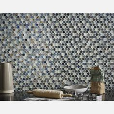 Hammered Hexagon Silver Grey Mix Glass Mosaic from Tile Mountain only per tile or per sqm. Order a free cut sample, dispatched today - receive your tiles tomorrow Grey Mosaic Tiles, White Wall Tiles, Mosaic Glass, White Walls, Kitchen Tiles, New Kitchen, Bathroom Pictures, Splashback, Bathroom Cleaning