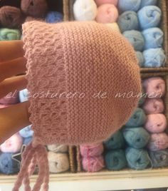 Garter stitch bonnet with eyelet cable framing the face, finished with picots ~~ El costurero de Mamen Knitted Baby Clothes, Baby Hats Knitting, Knitting For Kids, Knitting Projects, Knitted Hats, Knitting Patterns, Baby Knits, Knit Or Crochet, Crochet Baby