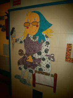 Aquesta és la Castanyera de P5! Vam fer-la amb roba, pintura, retoladors, ceres, fulles seques, paper de diari i de plata, paper de seda, de cel·lofan i gomets! Lisa Simpson, Fictional Characters, Art, Autumn, Winter Time, Food Items, Blue Prints, Art Background, Kunst