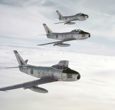 Three factory-fresh bare metal Canadair Sabres close up formation for the photographer – naked except for their new RCAF classic roundels and a Type C fin flash. Aviation Image, Aviation Art, Military Jets, Military Aircraft, Fighter Aircraft, Fighter Jets, Helicopter Cockpit, Sabre Jet, Airplane Art