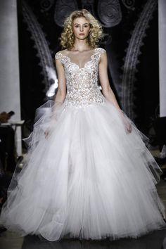 This bodice, ow ow! @Reem_Acra Spring 2014 #bridal #runway #ReemAcra