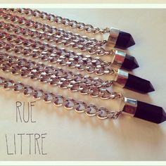 Collares en Rue Littre.
