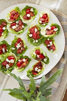 These Delicious New Year's Eve Appetizers Will Fly Right off the Plate - New Years - Appetizers for party New Year's Eve Appetizers, Easter Appetizers, Appetizer Recipes, Party Appetizers, Healthy Low Carb Recipes, Low Carb Dinner Recipes, Healthy Snacks, Easy Recipes, Dishes Recipes