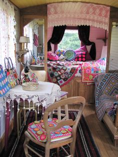 Ideas For Gypsy Boho Campers Tiny House Kombi Hippie, Layout Design, Gypsy Trailer, Hipster Decor, Gypsy Home, Boho Gypsy, Kombi Home, Deco Boheme, Gypsy Wagon