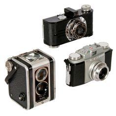 I love to decorate with vintage cameras! Antique Cameras, Old Cameras, Vintage Cameras, Vintage Photos, Vintage Stuff, Kodak Digital Camera, Kodak Camera, Photography Camera, Vintage Photography