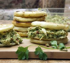 Arepas with Chicken & Avocado Salad. Arepas with Chicken and Avocado Salad. Gluten-free Venezuelan corn cakes stuffed with scrumptious chicken salad. Avocado Chicken Recipes, Avocado Chicken Salad, Avocado Pesto, Sandwiches, Corn Cakes, Mexican Food Recipes, Ethnic Recipes, Comida Latina, Cooking Recipes